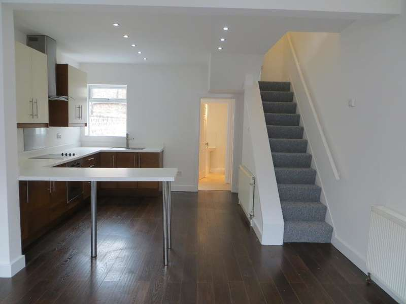 3 Bedrooms Terraced House for rent in Brougham Street, Albert Avenue, Hull, HU3 6PX