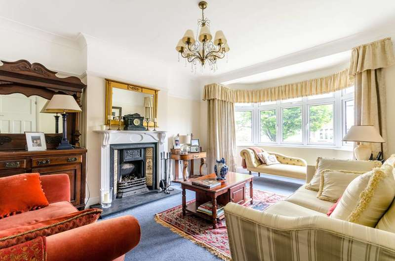 3 Bedrooms House for sale in Rafford Way, Bromley, BR1