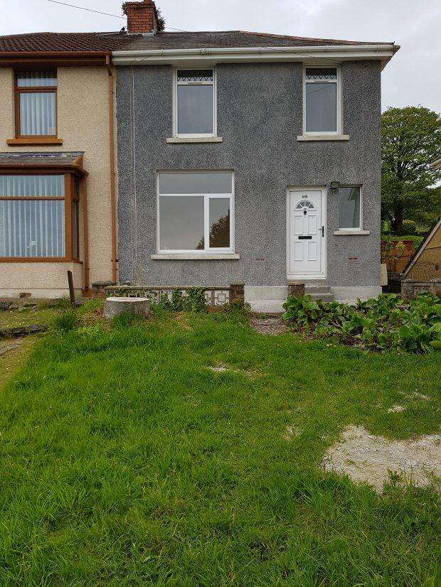 3 Bedrooms House for rent in Carmarthen Road, Fforestfach, Swansea
