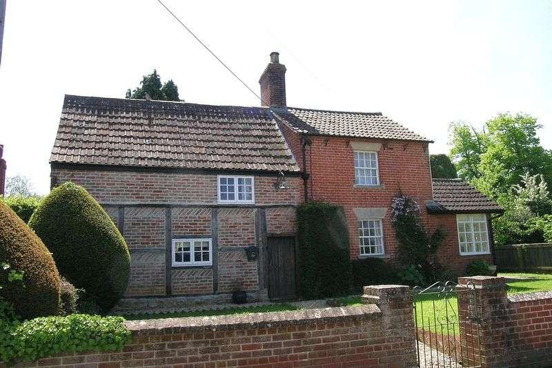 3 Bedrooms Property for rent in Silver Street, Trowbridge