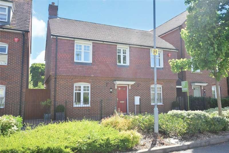 4 Bedrooms Detached House for sale in Harrier Way, Jennett's Park, Bracknell, Berkshire, RG12