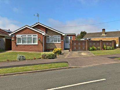 3 Bedrooms Bungalow for sale in Caister On Sea, Great Yarmouth, Norfolk