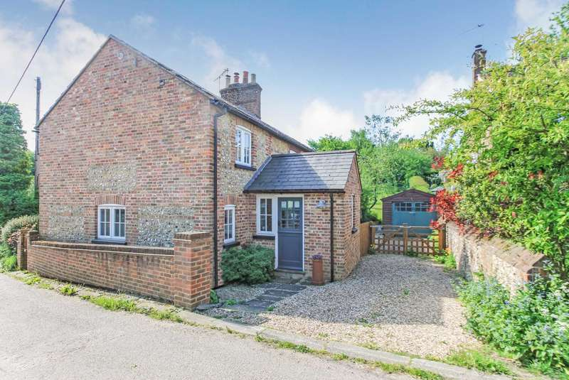 3 Bedrooms Cottage House for sale in Wigginton Bottom, Wigginton