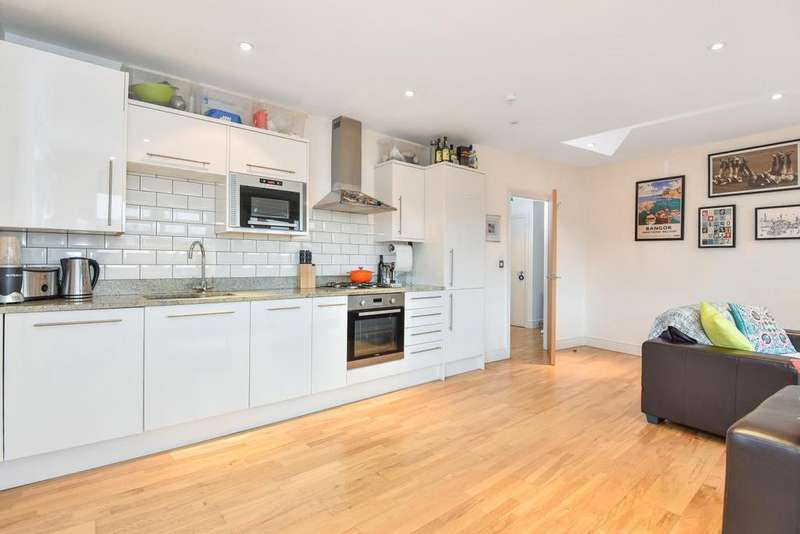 2 Bedrooms Flat for sale in Knights Hill, West Norwood