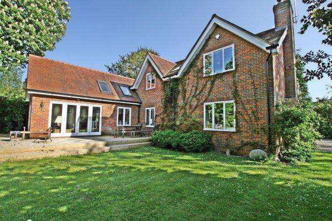 5 Bedrooms Detached House for sale in Berries Road, COOKHAM, SL6
