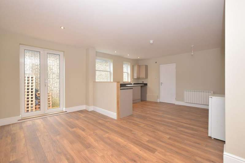 2 Bedrooms Ground Flat for rent in Station Road Midhurst GU29