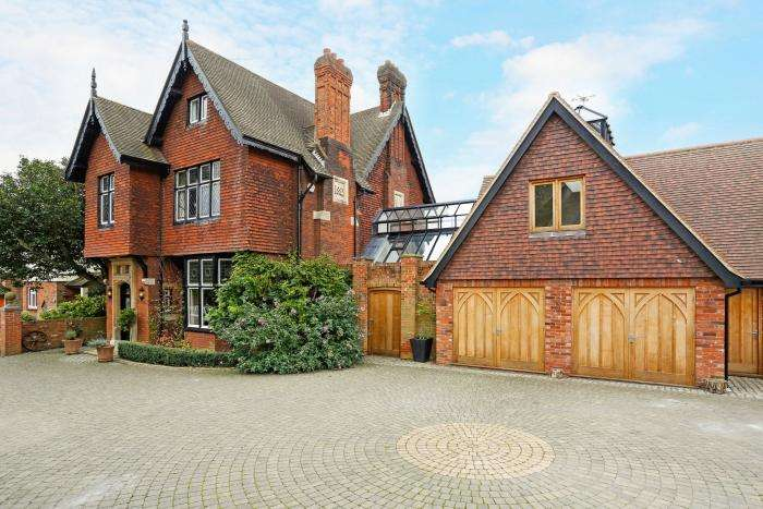 5 Bedrooms Detached House for sale in STONDON ROAD, MARDEN ASH, ONGAR CM5