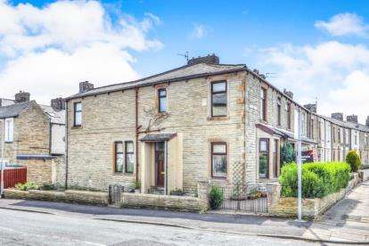3 Bedrooms End Of Terrace House for sale in Quarry Bank Street, Burnley, Lancashire, BB12