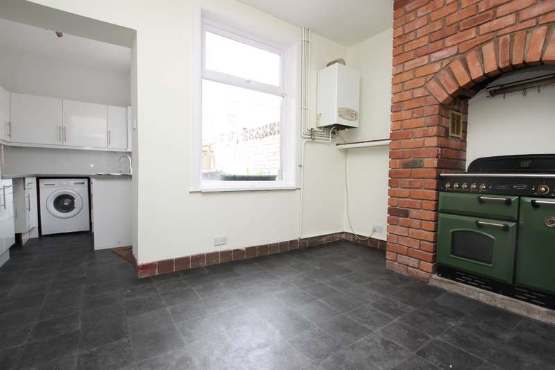 3 Bedrooms Terraced House for rent in Lewis Street Great Harwood BB6 7BN