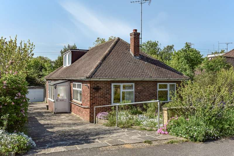 3 Bedrooms Bungalow for sale in Church Road, Sandhurst, GU47