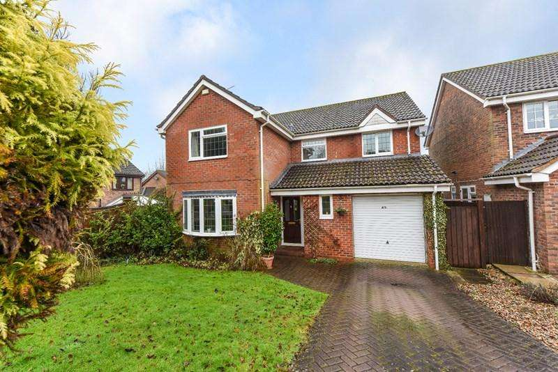 4 Bedrooms Detached House for sale in Lillywhite Crescent, Andover