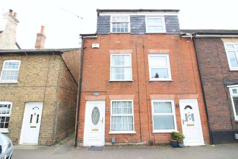 3 Bedrooms Terraced House for sale in Charming Freehold Home on Sharpenhoe Road, Barton-Le-Clay