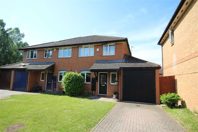 3 Bedrooms Semi Detached House for sale in Poundfield Way, Twyford, RG10