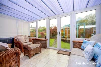 2 Bedrooms Bungalow for rent in Springholm Close, tn16