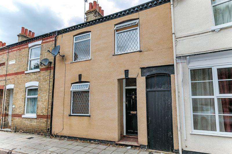 2 Bedrooms Terraced House for sale in St Giles Street, Milton Keynes