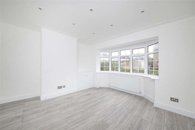2 Bedrooms Maisonette Flat for sale in Queen Mary Road, London