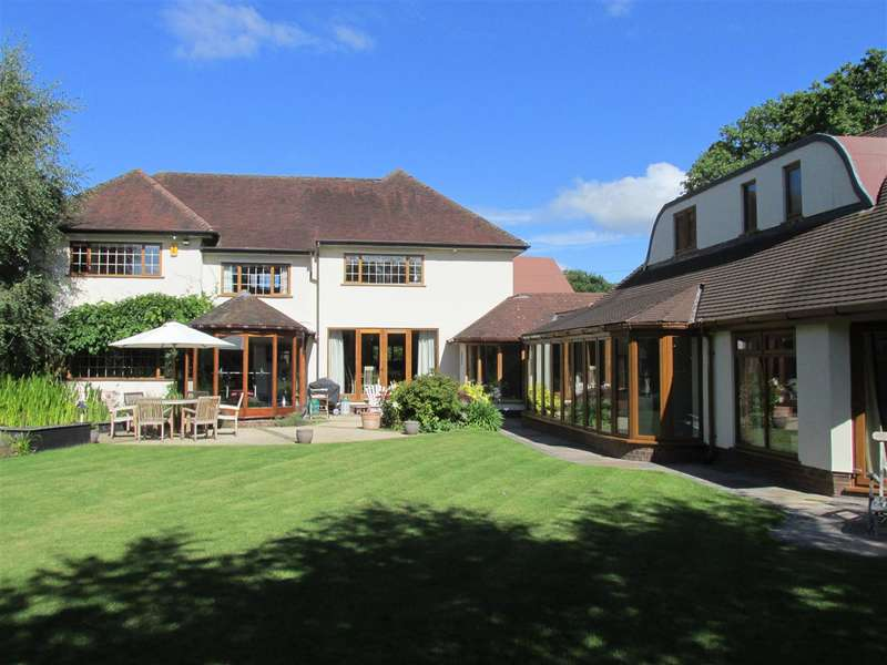 5 Bedrooms Detached House for sale in Gayton Lane, Lower Heswall, Heswall