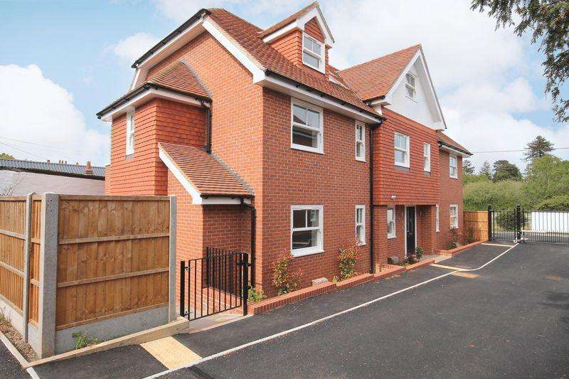 3 Bedrooms Terraced House for rent in Horsham Road, Dorking