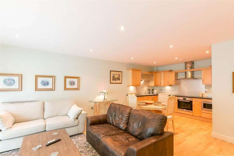 2 Bedrooms Flat for rent in Grove Park Oval, Gosforth, Newcastle upon Tyne