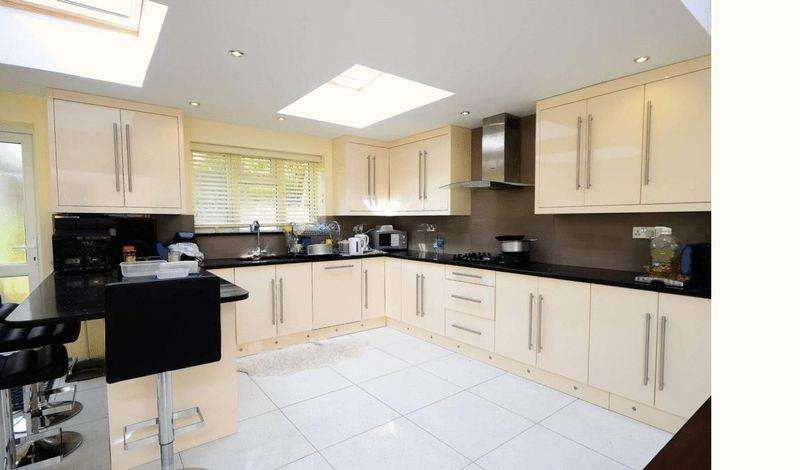 5 Bedrooms Terraced House for sale in Alkham Road, by Stamford Hill, N16
