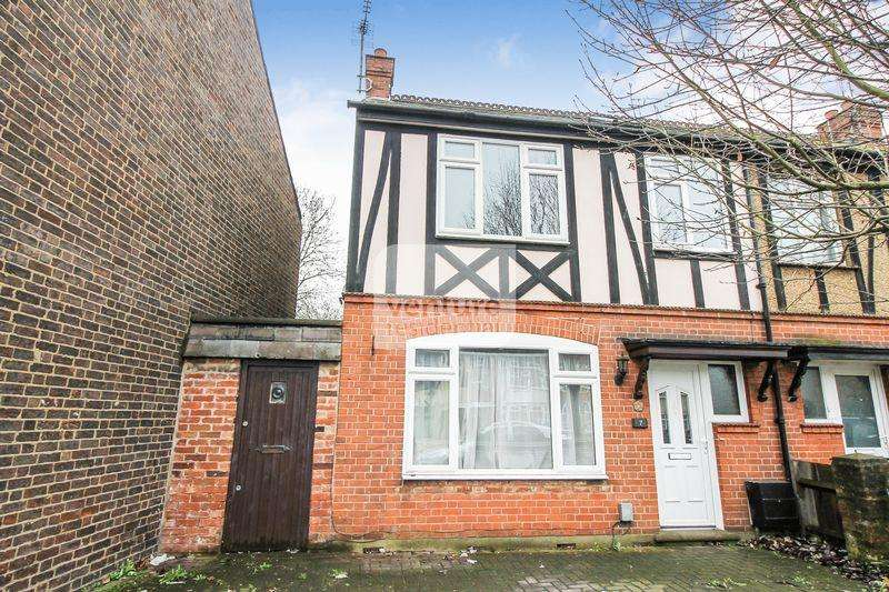 3 Bedrooms End Of Terrace House for sale in Trinity Road, Luton