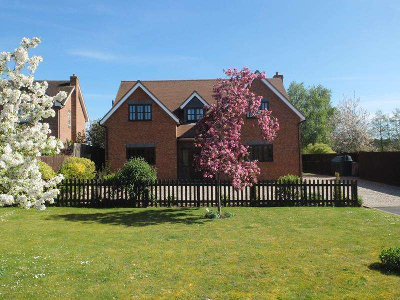 4 Bedrooms Detached House for sale in Harkaway House, 3 Forge Courtyard, Canon Frome, Ledbury, Herefordshire, HR8 2TJ