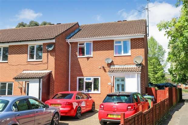 3 Bedrooms Semi Detached House for sale in Evenlode Way, Sandhurst, Berkshire