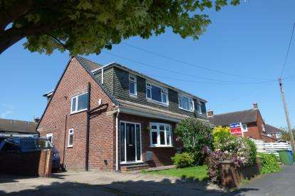 3 Bedrooms Semi Detached House for sale in Glen Close, Hollins Green, Rixton, Cheshire