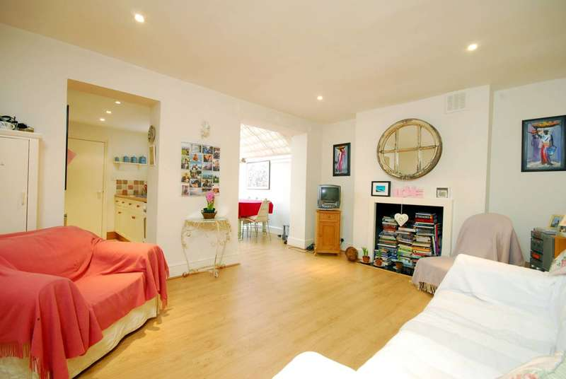 1 Bedroom Maisonette Flat for sale in Chesson Road, Barons Court, W14
