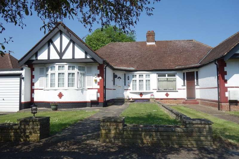 3 Bedrooms Semi Detached Bungalow for sale in Oakroyd Avenue, Potters Bar, Herts