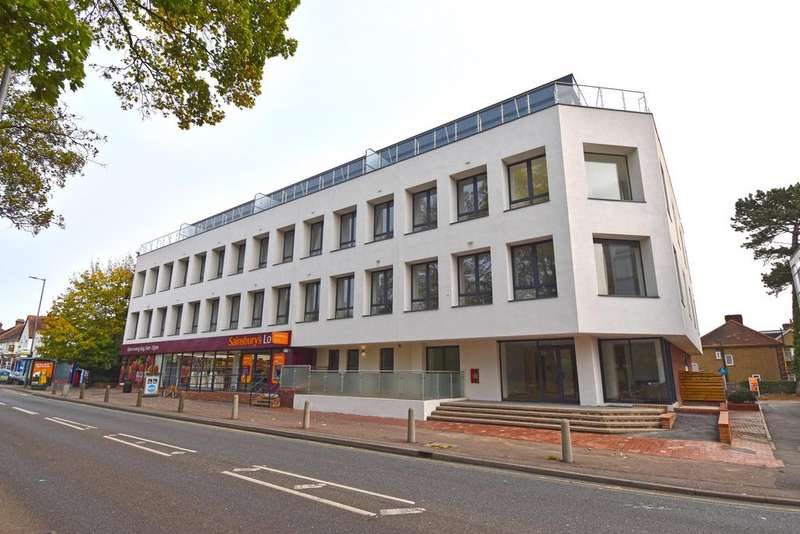2 Bedrooms Apartment Flat for rent in Deacon House, High Road, Broxbourne EN10
