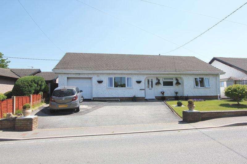 3 Bedrooms Detached Bungalow for sale in Llandyrnog