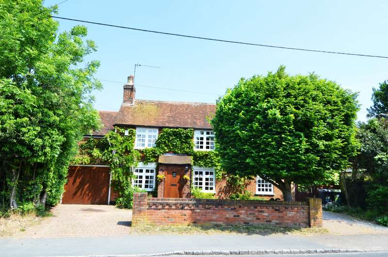 4 Bedrooms Detached House for sale in Straight Bit, Flackwell Heath, HP10