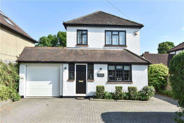 4 Bedrooms Detached House for sale in Chapel Lane, Bagshot, Surrey