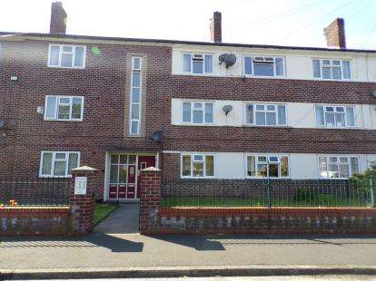 2 Bedrooms Flat for sale in Wardle Close, Stretford, Manchester, Greater Manchester