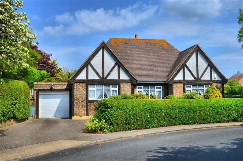 4 Bedrooms Detached Bungalow for sale in Chyngton Way, Seaford, East Sussex