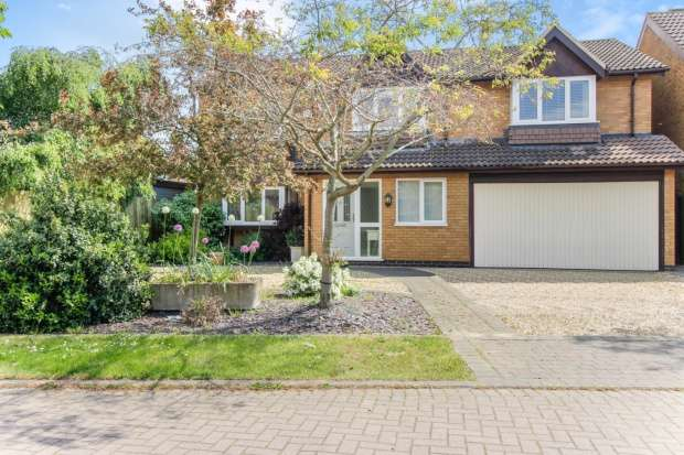 5 Bedrooms Detached House for sale in Edinburgh Way, Loughborough, Leicestershire, LE12 7FU