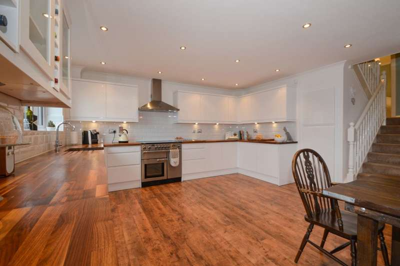 5 Bedrooms Detached House for sale in Okus Road, Old Town, Swindon, Wiltshire, SN1 4JP