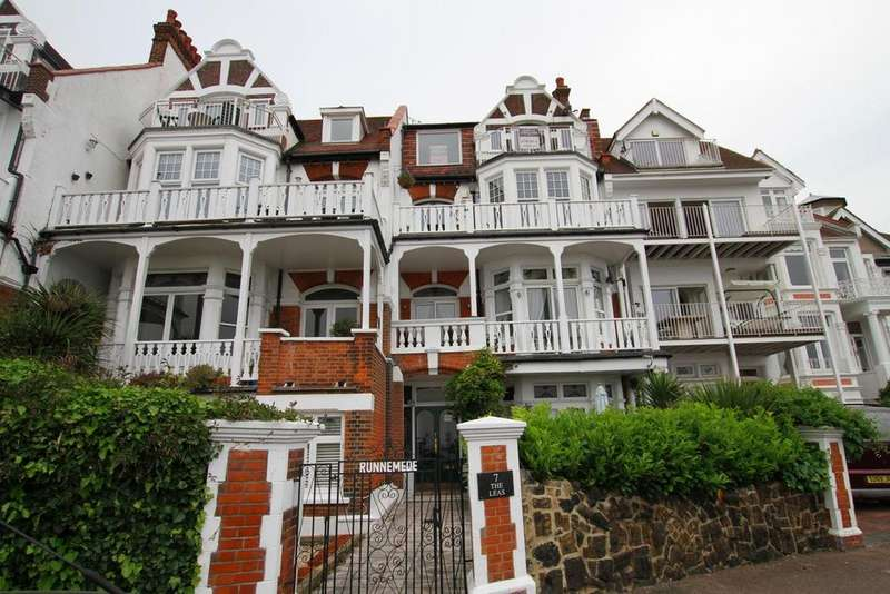 2 Bedrooms Flat for sale in The Leas, Westcliff-On-Sea