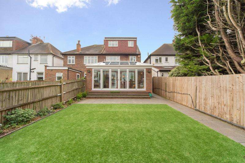 4 Bedrooms House for sale in Glencairn Drive, Ealing