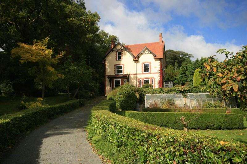 5 Bedrooms Detached House for sale in Derwen Deg, Llechwedd