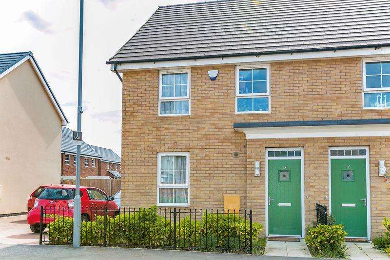 3 Bedrooms Semi Detached House for sale in Union Castle Row, Brooklands