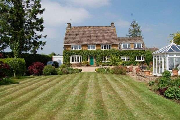 5 Bedrooms Detached House for sale in High Street, Braunston, Daventry NN11 7HS