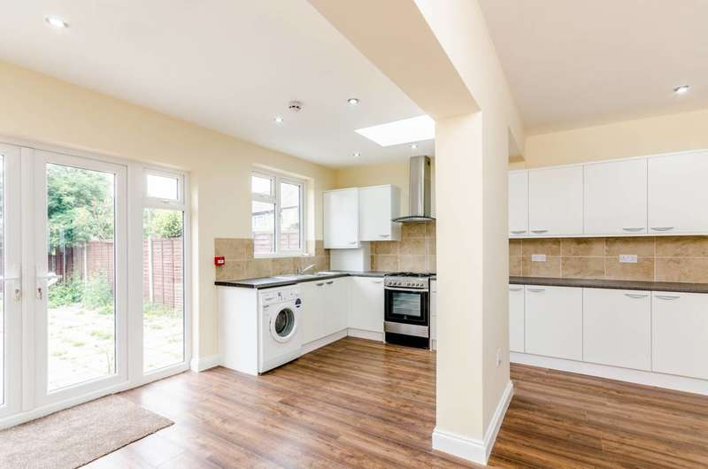 4 Bedrooms Terraced House for sale in Stockport Road, Streatham Vale, SW16
