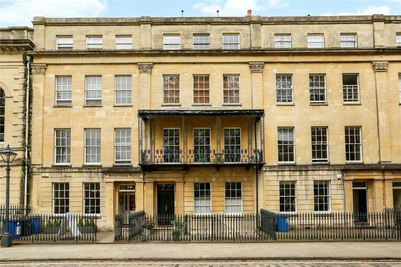 5 Bedrooms Terraced House for sale in Queen Square, Bristol, BS1