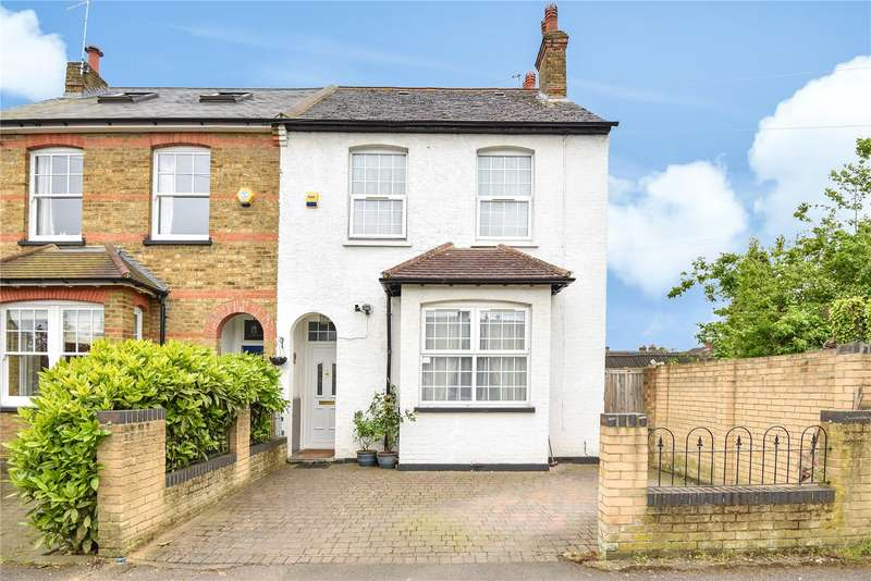 4 Bedrooms Semi Detached House for sale in Chiltern View Road, Uxbridge, Middlesex, UB8