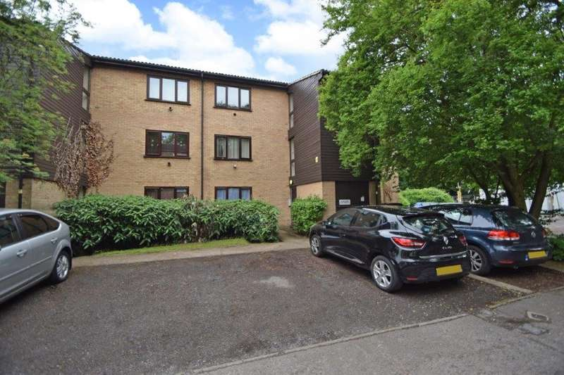 1 Bedroom Flat for sale in Victoria Court, Victoria Road, Slough, SL2