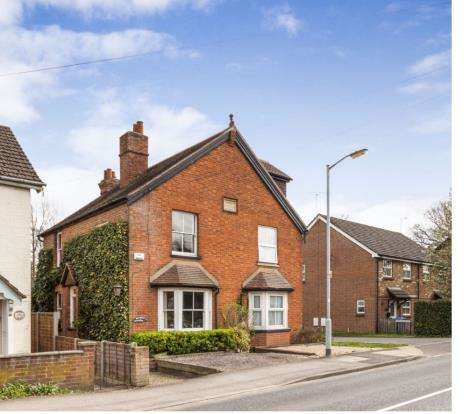 4 Bedrooms Semi Detached House for sale in Broad Lane, Bracknell, Berkshire