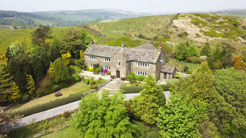 4 Bedrooms Detached House for sale in Knott Hill Lane, Delph, Saddleworth