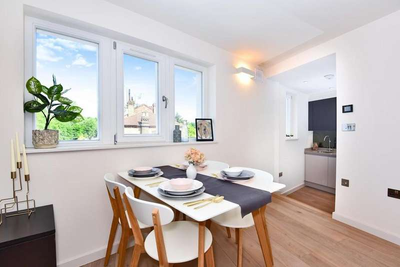 2 Bedrooms Flat for sale in Archway Road, Highgate